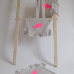 tričko neonkově růžový šťastný pašík na béžové krátký rukáv 3-4 roky